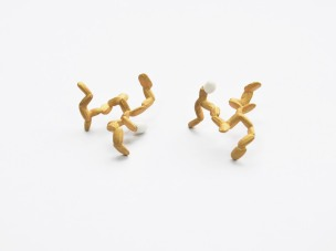 Rice&Shine_Earrings 3_4x3,0x1,8cm 23,5K yellow gold plated brass, silver and glazed porcelain